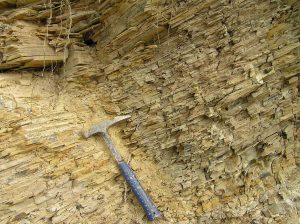 Horinzontalno laminirani – uslojeni glinoviti vapnenci Dolje formacije (Sarmat)