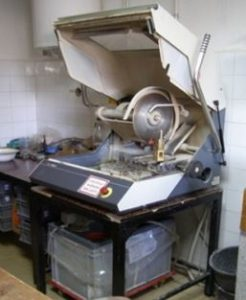 Stroj za rezanje i piljenje uzoraka STRUERS Inc Unitom-2