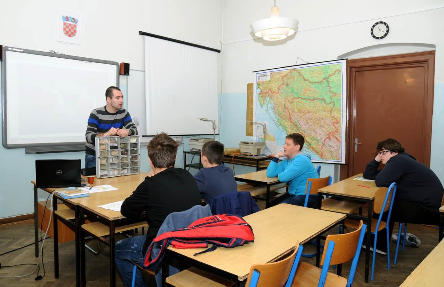 Teorijska i praktična nastava sa geološkom zbirkom