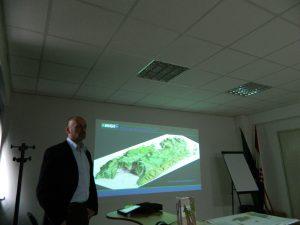 Dr.sc. Tvrtko Korbar, voditelj projekta i izrade Lista Vis 3 i Biševo 1 prezentira kartu