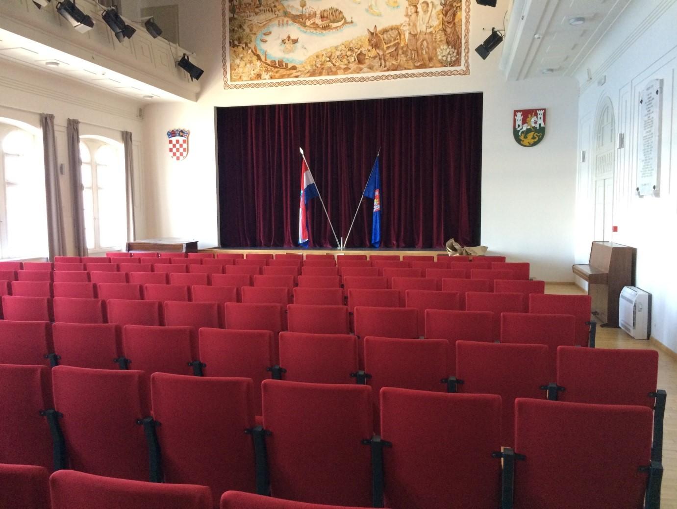 Hrvatski dom u Visu