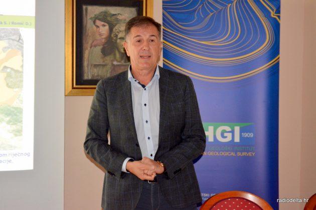 Prof. dr. sc. Davor Romić tijekom predavanja (izvor: Radio Delta)