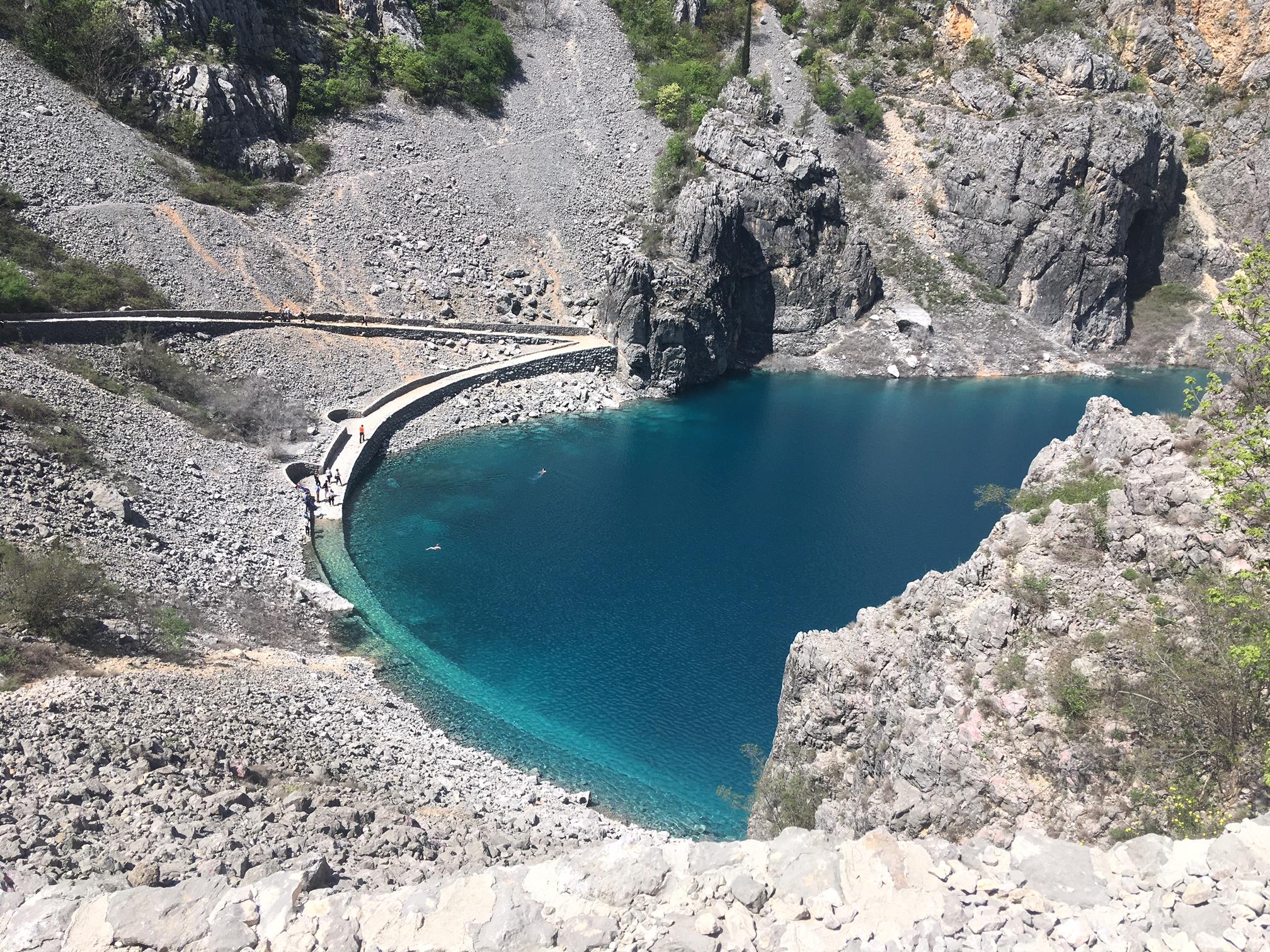 Osvježenje na modrom jezeru u Imotskom